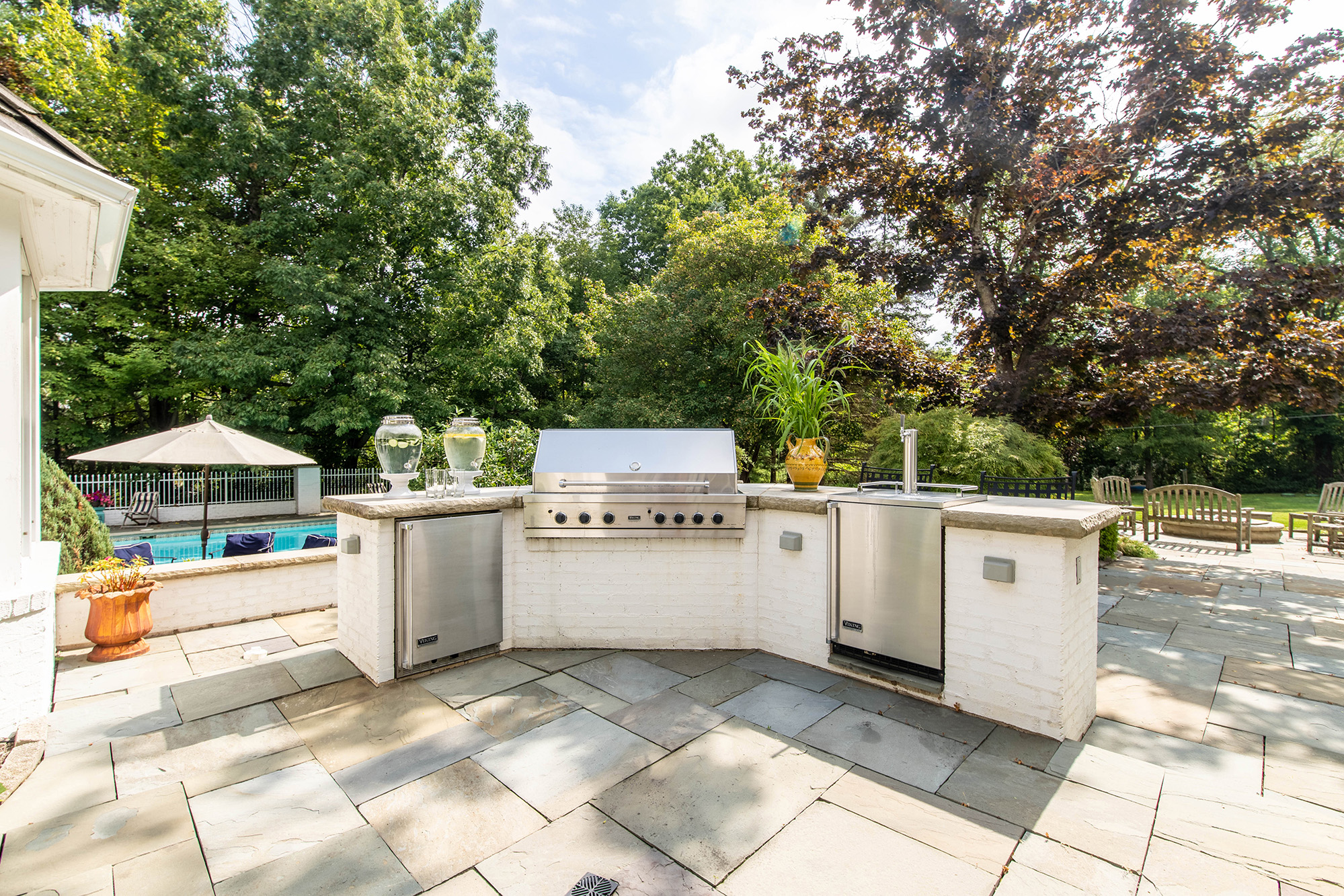 15157 Hemlock outdoor kitchen