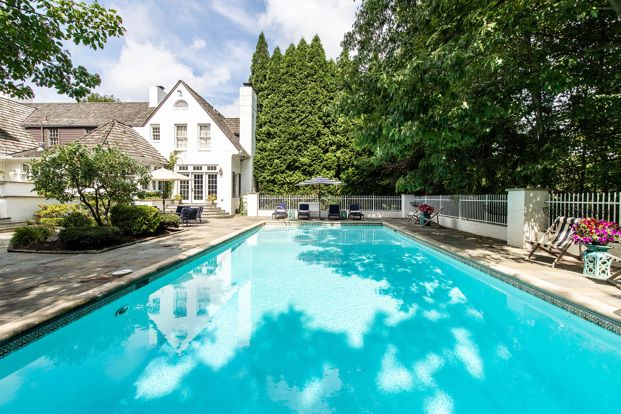 15157 Hemlock pool view