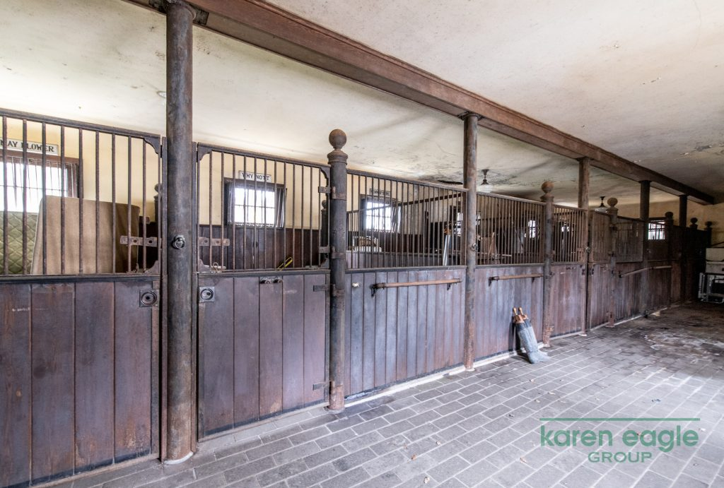 2710 Chagrin River Road stables